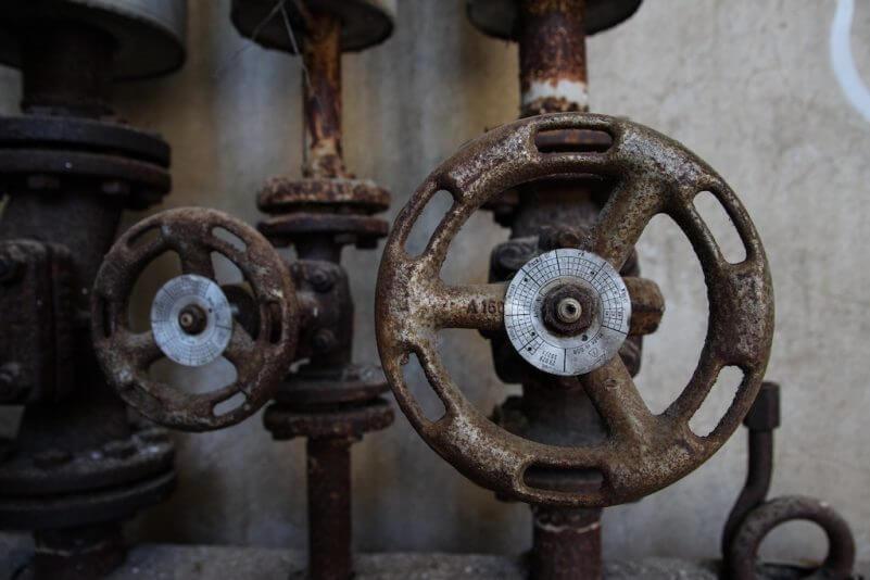 2 gate valves