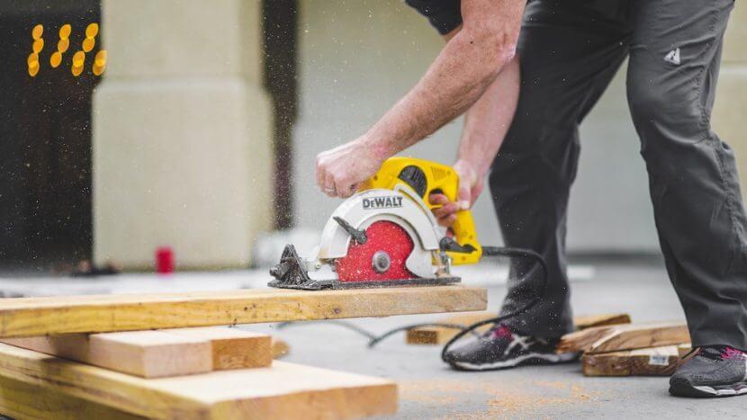 carpenter uses a tradie website